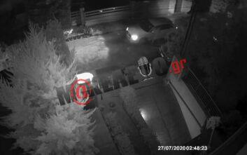 Καρέ καρέ η επίθεση στον Στέφανο Χίο - Η στιγμή που ο δράστης πλησιάζει στο παράθυρο