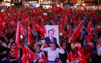Δύο Τούρκοι συγγραφείς που στάθηκαν απέναντι στον Ερντογάν