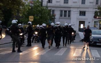 Εννέα συλλήψεις και έξι προσαγωγές στα επεισόδια έξω από τη Βουλή