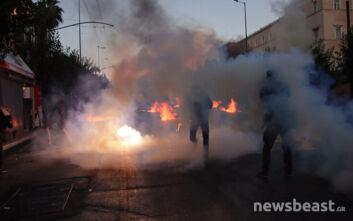 Ένταση στο Σύνταγμα: Χημικά και μολότοφ στην πορεία ενάντια στο νομοσχέδιο για τις διαδηλώσεις