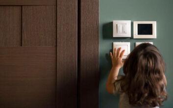 Άφησε την 3χρονη κόρη της να πεθάνει από ασιτία για να πάει στον εραστή της