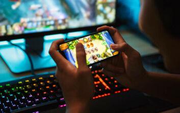 Έφηβος έπαιζε 22 ώρες παιχνίδια στο κινητό και έπαθε εγκεφαλικό