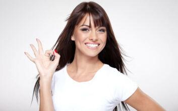 Πώς να απομακρύνετε τους λεκέδες από καφέ στα δόντια σας