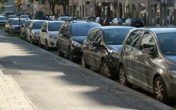To συχνό λάθος στο παρκάρισμα που φθείρει την τσέπη μας
