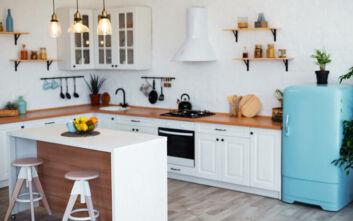 Η νέα διακοσμητική τάση που θέλει το ψυγείο εκτός κουζίνας