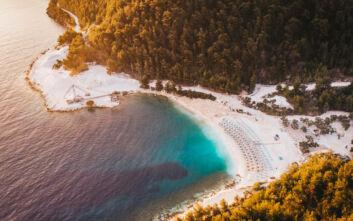 Πόρτο Βαθύ: Η «μαρμάρινη» παραλία της Θάσου