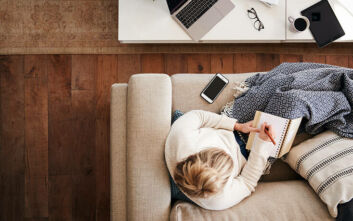 Πώς επηρέασε ο κορονοϊός και η εξ αποστάσεως εργασία την διασκέδαση και τις διακοπές των εργαζομένων