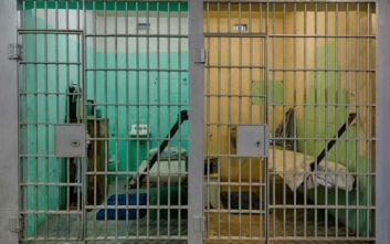 Σχολεία στις φυλακές για ουσιαστική επανένταξη γονέων