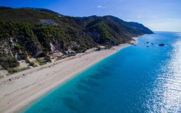 Η παραλία στη Λευκάδα που θέλεις να… καθίσεις για πάντα