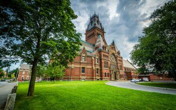 Χάρβαρντ και MIT προσφεύγουν στα δικαστήρια για να μην απελαθούν οι ξένοι φοιτητές τους