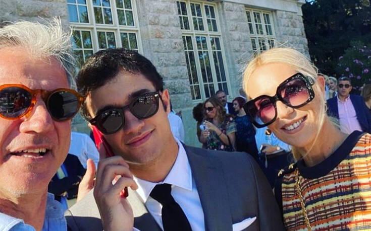 Μαρία Μπακοδήμου και Δημήτρης Αργυρόπουλος περήφανοι στην αποφοίτηση του γιου τους