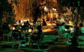 Τέσσερα τέλεια μπαρ για τα βράδια του Αυγούστου στην πόλη