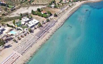 Η αχανής εξωτική παραλία μια ώρα μακριά από την Αθήνα