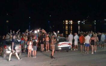 Ζάκυνθος: Χαμός στην παραλία όταν έκλεισαν τα μπαρ