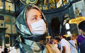 Η Άμπερ Χερντ μπήκε με μαντίλα στην Αγία Σοφία: Νιώθω τυχερή που μπόρεσα να τη δω