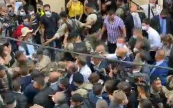 Οργισμένοι οι Λιβανέζοι - Δραματικές στιγμές και εικόνες χάους στη Βηρυτό: «Βοηθήστε μας! Επανάσταση!»