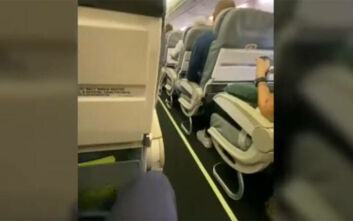 Αλεξέι Ναβάλνι: Βίντεο μέσα από το αεροπλάνο που σφαδάζει από τους πόνους