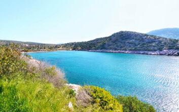 Η απάνεμη παραλία της Αττικής με τα ρηχά νερά