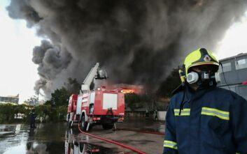 Σταθμό μέτρησης ρύπων ζητά ο Δήμος Μεταμόρφωσης μετά τη φωτιά στο εργοστάσιο πλαστικών
