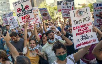 Ισπανία-κορονοϊός: Εκατοντάδες διαδηλωτές κατά της μάσκας στους δρόμους της Μαδρίτης