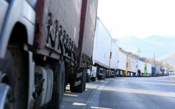 Νέα μέτρα στα χερσαία σύνορα της Ελλάδας – Τι ανακοίνωσε ο Στέλιος Πέτσας