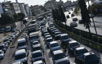 Κίνηση τώρα: Μποτιλιάρισμα στο ύψος της Λυκόβρυσης λόγω τροχαίου στην Εθνική Οδό Αθηνών - Λαμίας