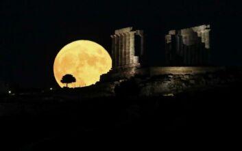 Μαγεία η Αυγουστιάτικη Πανσέληνος: Φωτογραφίες από την ομορφότερη Σελήνη του έτους