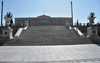 Αθήνα - έρημη πόλη: Άδειοι οι δρόμοι, ελάχιστοι πεζοί λόγω Δεκαπενταύγουστου