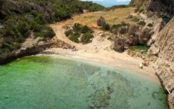 Η κρυφή παραλία στο Λουτράκι με τα πεντακάθαρα νερά