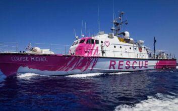 Έκκληση για βοήθεια από το πλοίο που χρηματοδότησε ο Bansky για τη διάσωση μεταναστών στη Μεσόγειο