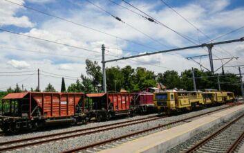 Μετανάστες σκαρφάλωσαν σε τρένο στη Θεσσαλονίκη, για να φύγουν από την Ελλάδα
