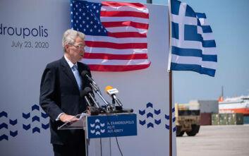 Τουλάχιστον ένα χρόνο ακόμη αναμένεται να παραμείνει στην Αθήνα ο Αμερικανός πρέσβης Τζέφρι Πάιατ