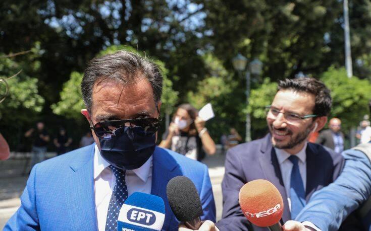 Τι γύρευε ο Άδωνις Γεωργιάδης στην ορκωμοσία των νέων υπουργών