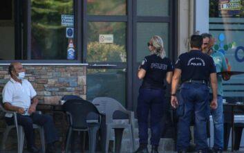 Άρχισε η εφαρμογή των περιοριστικών μέτρων στον Αμπελώνα – Συστάσεις και έλεγχοι από την αστυνομία