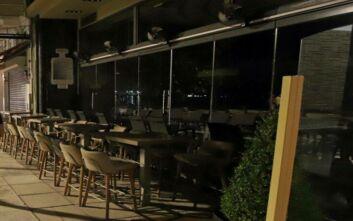 Καβάλα: Τα μπαρ έκλεισαν και οι θαμώνες πήγαν στις πλατείες