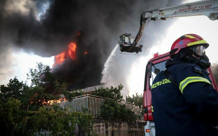 Ενεργοποιήθηκε το 112 για τη φωτιά στη Μεταμόρφωση