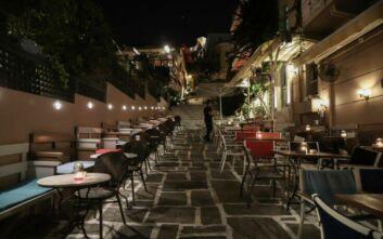 Έρημη πόλη η Αθήνα μετά τις 12 - Δείτε εικόνες μετά το κλείσιμο των μπαρ και εστιατορίων