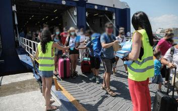 Σε περισσοτέρους από 150 ταξιδιώτες δειγματοληπτικά τεστ κορονοϊού στον Πειραιά