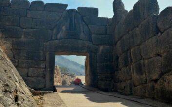 Μενδώνη για τη φωτιά στις Μυκήνες: Οι αρχαιότητες δεν έπαθαν την παραμικρή μη αναστρέψιμη απώλεια ή ζημιά