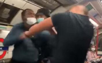 Χαμός στο μετρό του Λονδίνου: Άνδρας αποκάλεσε τους μαύρους «κατοικίδια» - Έπεσε αναίσθητος με μια μπουνιά