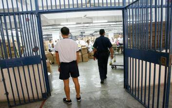 Τον μαστίγωσαν γυμνό 24 φορές: Βασανισμός Βρετανού στις φυλακές της Σιγκαπούρης πυροδοτεί διπλωματικό επεισόδιο