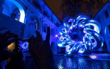Το μπλε φως των ηλεκτρονικών συσκευών αυξάνει τον κίνδυνο καρκίνου του εντέρου