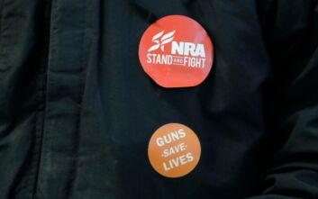 «Πόλεμος» στις ΗΠΑ για τη NRA, το πανίσχυρο λόμπι υπέρ της οπλοκατοχής