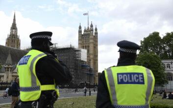 Μετά από 27 χρόνια η βρετανική αστυνομία σταματάει την έρευνα για τη ρατσιστική δολοφονία του 18χρονου Στίβεν Λόρεν