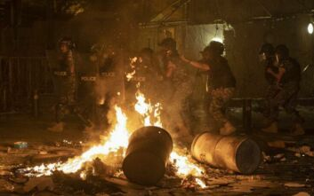 Χάος στους δρόμους του Λιβάνου μετά τις εκρήξεις: Επεισόδια με δακρυγόνα και πέτρες