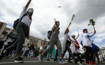 Λευκορωσία: Ανθρώπινες αλυσίδες στο Μινσκ και σε άλλες πόλεις κατά της βίαιης καταστολής των διαδηλώσεων