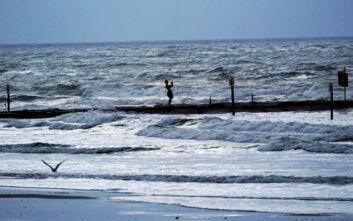 Ακόμη πιο απειλητική για τις ΗΠΑ προβλέπεται η τροπική καταιγίδα Λόρα