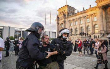 Σταϊνμάϊερ: Επίθεση κατά της δημοκρατίας μας οι σημαίες της αυτοκρατορικής Γερμανίας μπροστά στο κοινοβούλιο