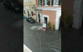 Η «Θάλεια» σφυροκοπά τη βόρεια Ελλάδα: Πλημμύρες, χαλάζι και καραμπόλες