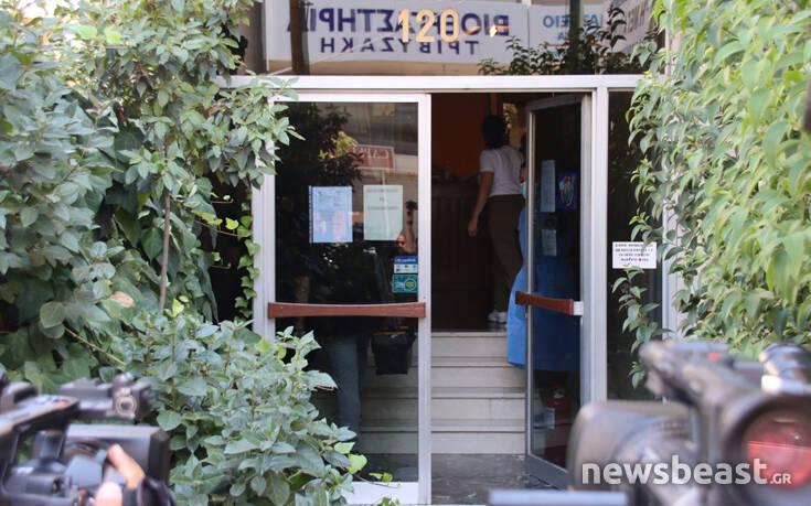 Μοσχάτο: Εικόνες από το κλιμάκιο του ΕΟΔΥ στο γηροκομείο που εντοπίστηκε κρούσμα κορονοϊού